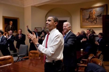 Tổng thống Obama tại phòng Roosevelt của Nhà trắng khi Hạ viện thông qua luật bảo hiểm y tế ngày 21-3-2010.