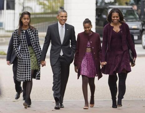 Tổng thống Obama cùng vợ con đi lễ nhà thờ ở thủ đô Washington ngày 27-20-2013.