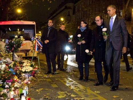 Tổng thống Obama đặt hoa tưởng niệm nạn nhân khủng bố Paris ngày 30-11-2015.