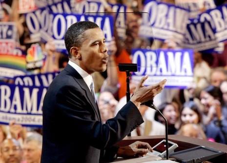 Thượng nghị sĩ Obama phát biểu tại đêm đại hội thứ hai của đảng Dân chủ ở Boston ngày 22-7-2004.