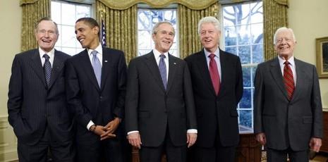 Từ trái qua: Các Tổng thống George H W.Bush, Obama, George W. Bush, Bill Clinton, Jimmy Carter tại phòng Bầu dục (Nhà trắng) ngày 7-1-2009.
