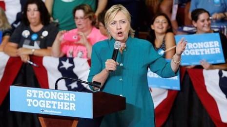 """""""Ông Trump đã đi quá giới hạn.""""- bà Clinton phát biểu tại TP Des Moines (bang Iowa) ngày 10-8."""
