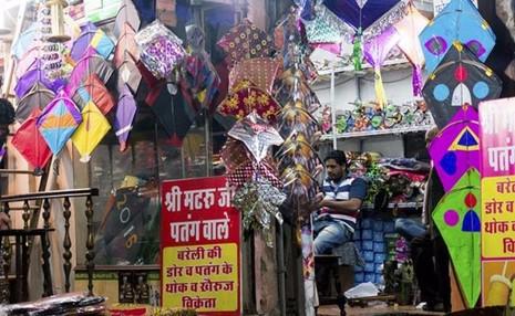 Một cửa hàng bán diều tại New Delhi (Ấn Độ).