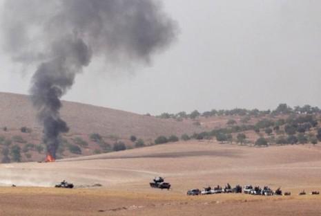 Xe tăng và xe bọc thép Thổ Nhĩ Kỳ ở tỉnh Gaziantep (Thổ Nhĩ Kỳ) trên đường tiến sang biên giới Syria ngày 24-8.
