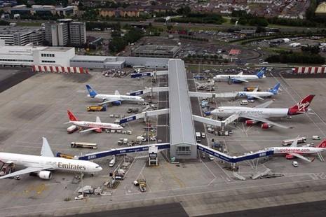 Cảnh sát Scotland bắt hai phi công Mỹ say xỉn tại sân bay Glassgow.