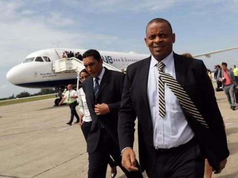 Bộ trưởng Giao thông Anthony Foxx có mặt trên chuyến bay lịch sử đến Cuba.