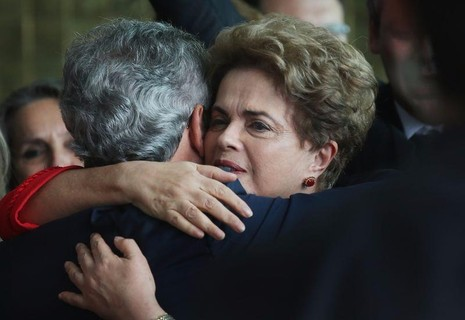 Bà Rousseff gặp người ủng hộ ngày 31-8 sau khi bị phế truất.