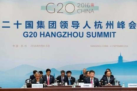 Chủ tịch Tập Cận Bình (phải, hàng trước) và Tổng thống Mỹ Barack Obama (trái, hàng trước) tại hội nghị G20.