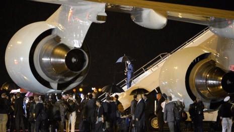 Tổng thống Obama được chào đón tại sân bay quốc tế Wattay ở thủ đô Vientiane (Lào) tối 5-9.