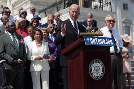 Phó Tổng thống Joe Biden có thể là một lựa chọn thay thế trong trường hợp bà Clinton phải từ bỏ cuộc đua.