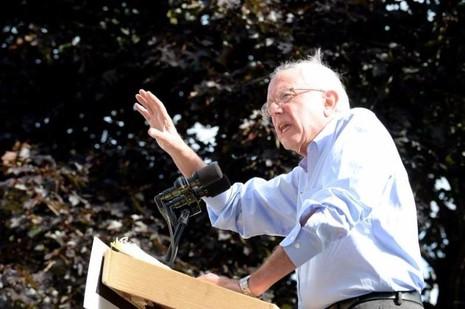 Liệu Thượng nghị sĩ Bernie Sanders sẽ thay thế bà Clinton?