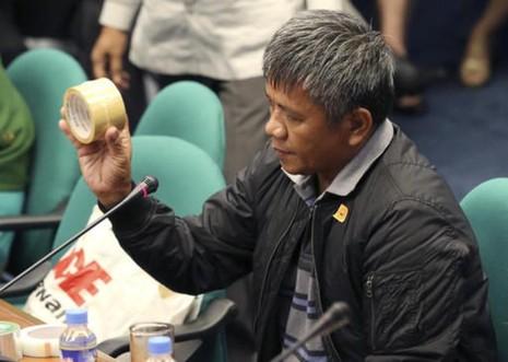 Nhân chứng Edgar Matobato mô tả phương pháp xử tử tội phạm trong cuộc điều trần trước Thượng viện Philippines ngày 15-9.