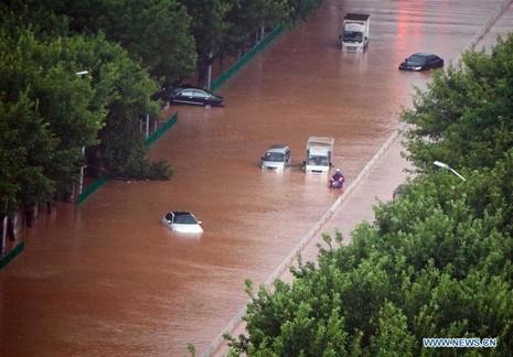 Đường phố huyện Tuyền Châu, tỉnh Phúc Kiến (Trung Quốc) ngập nặng sau khi hứng siêu bão Meranti.