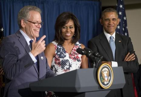 Vợ chồng Tổng thống Obama (phải) và ông Jeffrey DeLaurentis trong chuyến thăm Cuba tháng 3 vừa rồi.