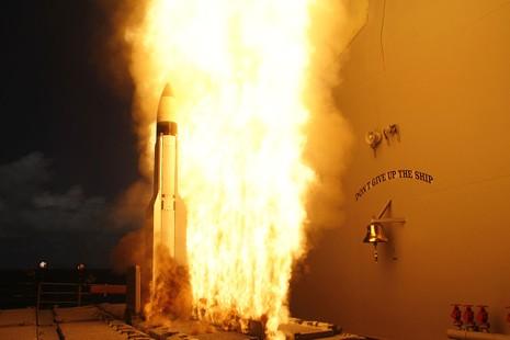 Tên lửa đánh chặn SM-3 Block 1A, tiền thân của tên lửa SM-3 Block 2A trong một lần thử.