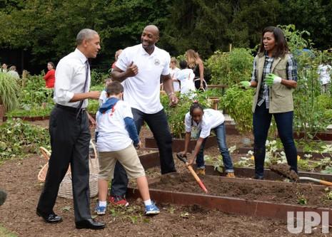 Tổng thống Barack Obama bất ngờ đến thăm buổi thu hoạch.