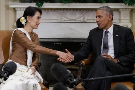 Tổng thống Mỹ Barack Obama gặp Ngoại trưởng Myanmar Aung San Suu Kyi tại Nhà Trắng hồi tháng 9 năm nay.