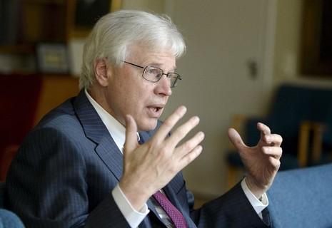 Giáo sư Bengt Holmstrom gốc Phần Lan.