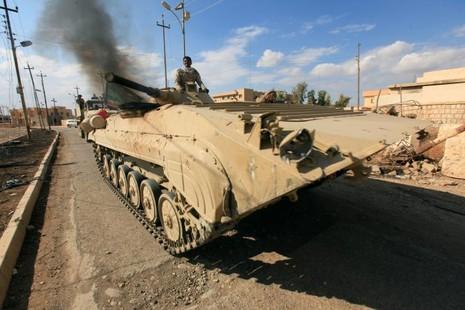 Quân đội Iraq hành quân gần Mosul ngày 2-11.
