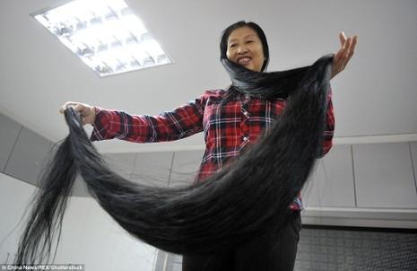Bà Ni Linmei từng nghĩ đến việc cắt bớt tóc.