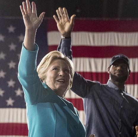 Bà Clinton vận động ở Cleveland (Ohio) ngày 6-11.