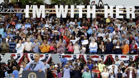Tổng thống Obama vận động cho bà Clinton ở TP Kissimmee (bang Florida) ngày 6-11.