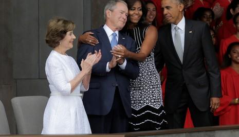 Vợ chồng cựu Tổng thống Bush và vợ chồng đương kim Tổng thống Obama trong một lần hội ngộ tại Washington tháng 9-2016.
