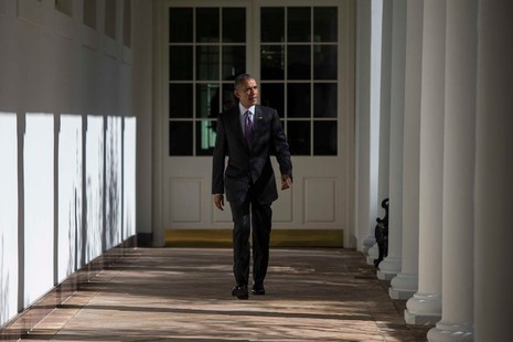 Tổng thống Obama trên đường đến phòng Bầu dục ở Nhà trắng trong ngày bầu cử 8-11.