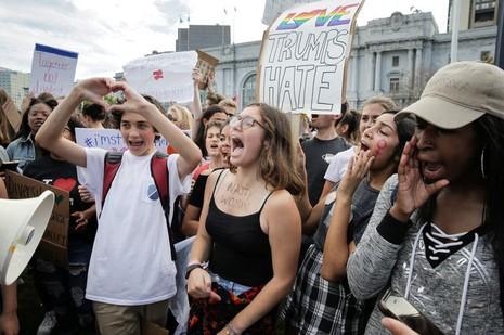 Biểu tình phản đối Trump ở San Francisco ngày 10-11.