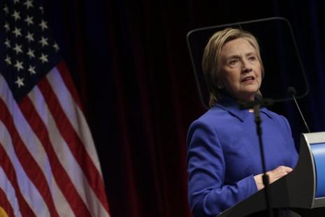 Bà Clinton nói chuyện tại Quỹ Bảo vệ Trẻ em ở thủ đô Washington (Mỹ) tối 16-11.