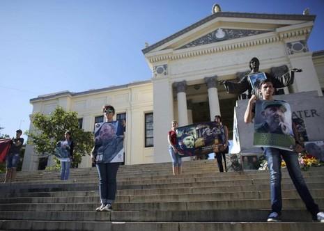 Sinh viên đại học Havana tưởng nhớ Chủ tịch Fidel ngày 28-11.