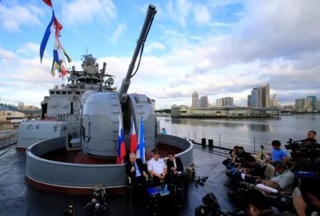 Tàu Đô đốc Tributs đang có chuyến thăm Philippines 4 ngày. Ảnh: REUTERS