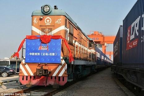 Chuyến tàu khởi hành từ ga đường sắt tại thị trấn Nghĩa Ô, tỉnh Chiết Giang, Trung Quốc vào ngày 1-1. Ảnh: PEOPLE DAILY