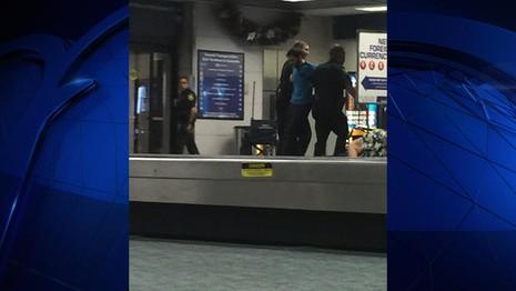 Thủ phạm bị bắt tại sân bay. Ảnh: NBC