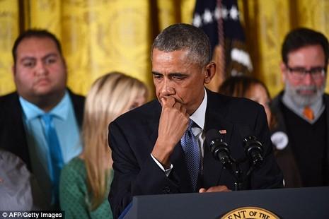 Tổng thống Obama khóc trong buổi ra sắc lệnh nhằm hạn chế bạo lực súng ống. Ảnh: AFP