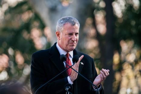 Thị trưởng New York Bill de Blasio từng ủng hộ bà Clinton trong cuộc đua tổng thống. Ảnh: EPA