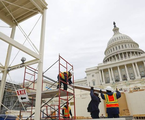 Công tác chuẩn bị cho lễ nhậm chức của ông Trump tại tòa nhà Quốc hội đang khẩn trương thực hiện. Ảnh: AP