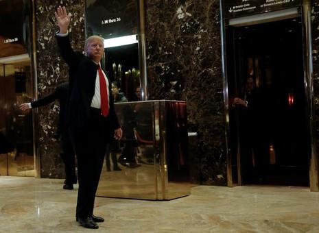 Tổng thống đắc cử Mỹ Donald Trump tại cao ốc Trump Tower ngày 13-1. Ảnh: REUTERS