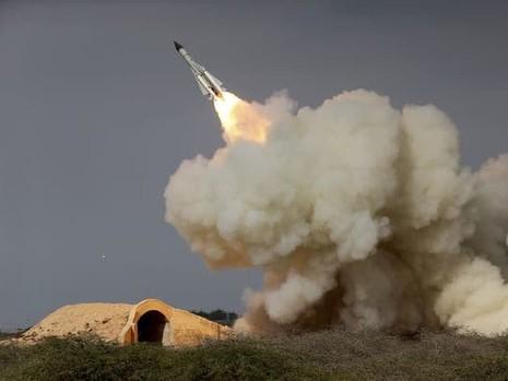 Tên lửa tầm xa S-200 của Iran được bắn trong một cuộc tập trận năm 2016 ở TP Bushehr (Iran). Ảnh: AP
