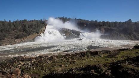 Đập Oroville có nguy cơ lớn bị vỡ. Ảnh: SFCHRONICLE