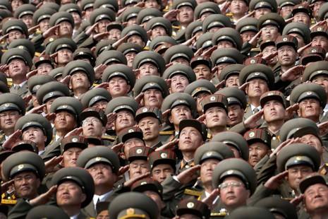 Binh sĩ Triều Tiên trong cuộc diễu binh ngày 15-4. Ảnh: AP