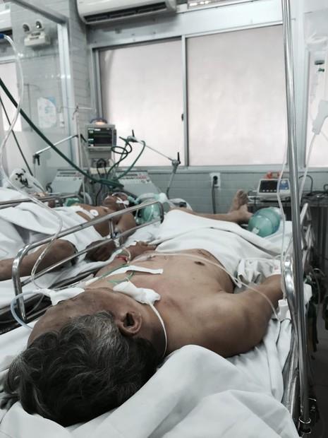 Ba người trong gia đình nằm gục bên vũng máu giữa đêm - ảnh 1