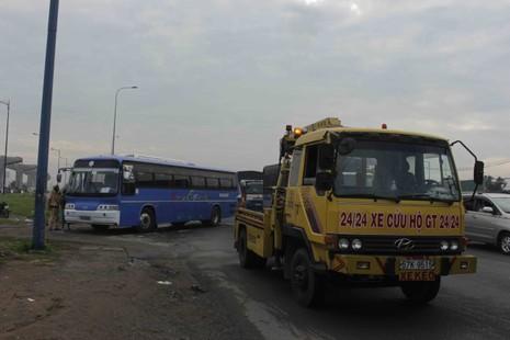 Tai nạn liên hoàn, xa lộ Hà Nội tắc nghẽn nghiêm trọng - ảnh 2