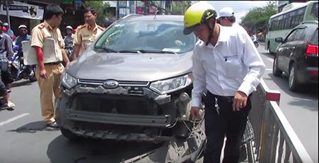 Giao lộ Trường Chinh - Hoàng Hoa Thám kẹt cứng vì nữ tài xế cố thủ - ảnh 1