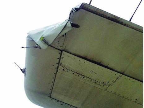 Máy bay Vietnam Airlines bị rách đuôi vì va phải cột đèn - ảnh 1