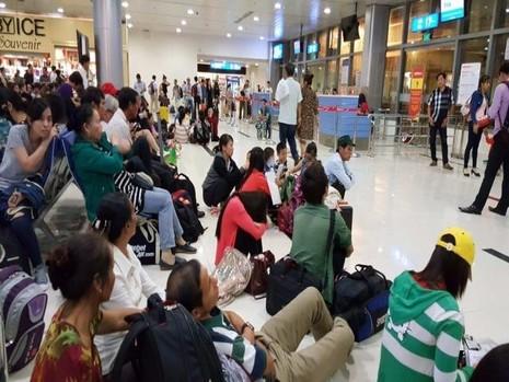 Mưa lớn, máy bay không thể đáp xuống sân bay Tân Sơn Nhất - ảnh 1