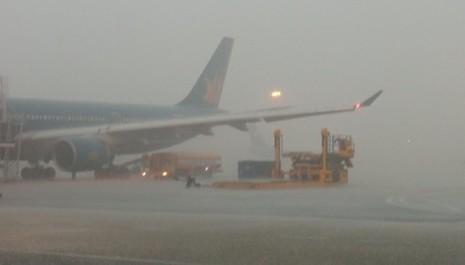 Mưa giông, nhiều chuyến bay không thể hạ cánh tại sân bay Tân Sơn Nhất