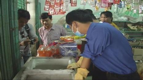 Phát hiện số lượng lớn thịt thối trong tiệm tạp hóa - ảnh 1