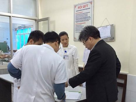 Bác sỹ trực Tết giành giật sự sống cho người bệnh - ảnh 1