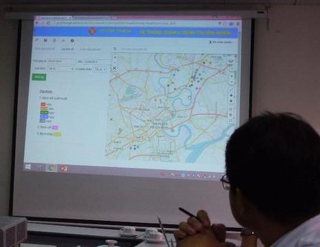 Vị trí ổ dịch số xuất huyết sẽ thể hiện rõ trên bản đồ nhờ phần mềm ứng dụng GIS. Ảnh: TRẦN NGỌC